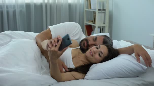 Нежным стоном моя жена в постели видео жесткий