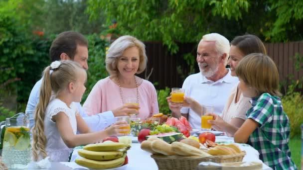 Alegre Reunión Familiar Juntos Casa Campo Celebrando Aniversario
