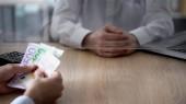 Klient vkladem euro bankovní, obchodní růst, úspory, osobní výdaje