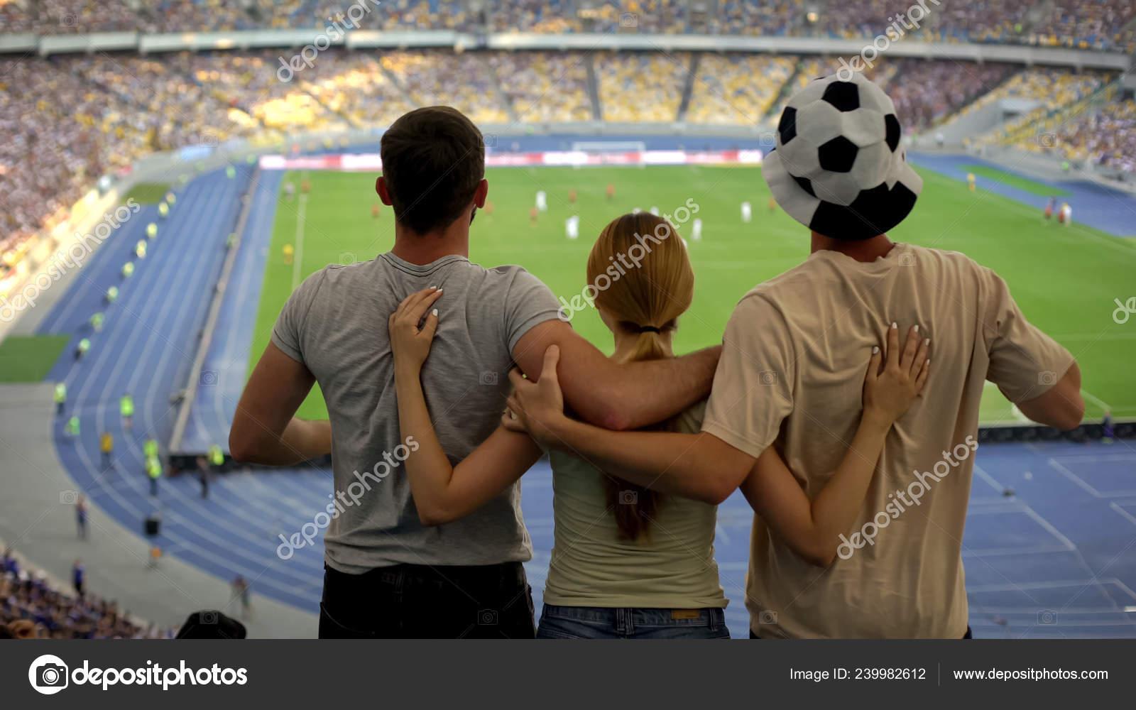 Fussball Fans Stadion Sieg Der Lieblingsmannschaft Anfeuern