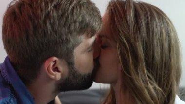 Incontri baci e amorevole giochi