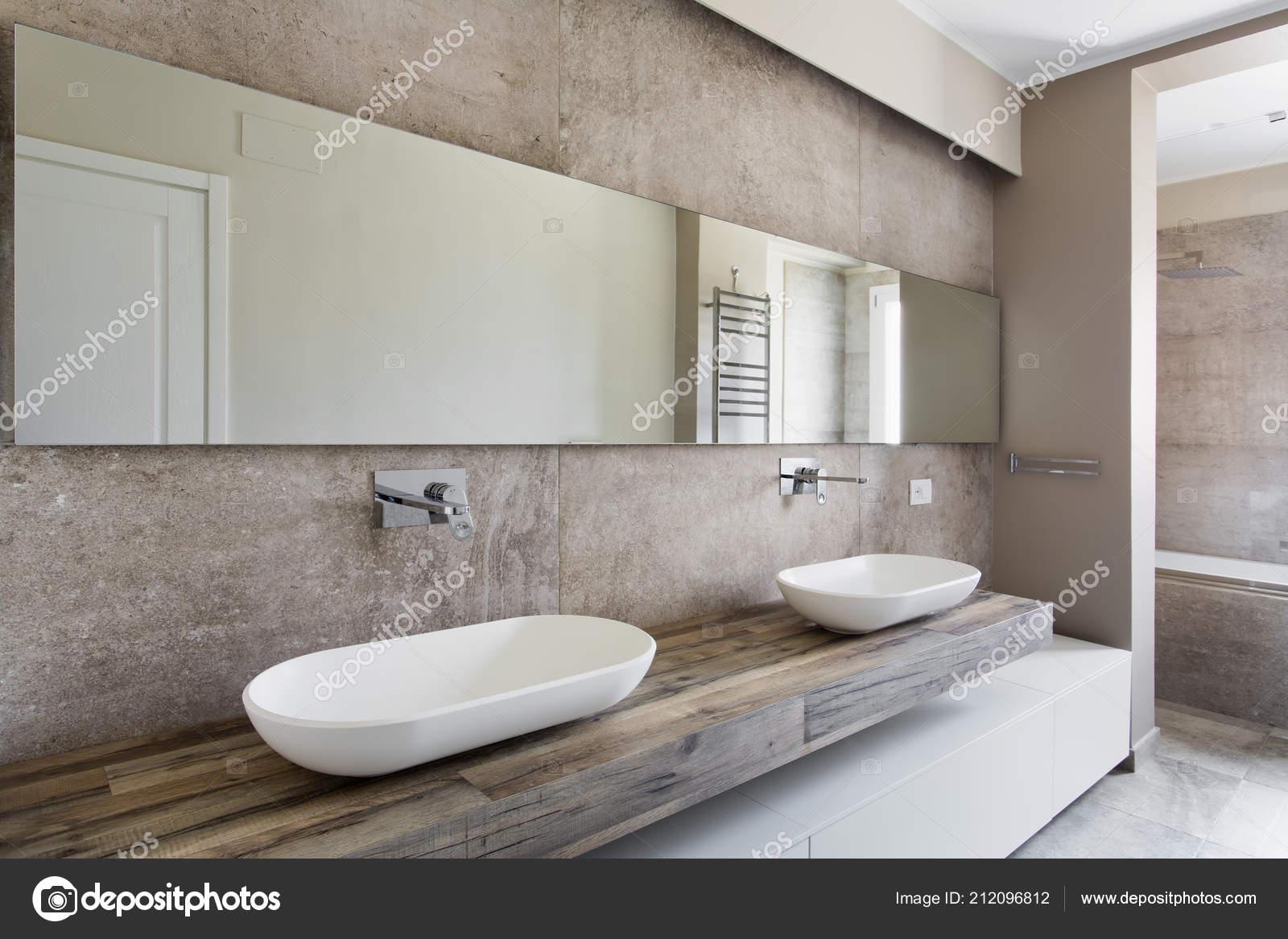 Bagno con due lavabi arredo bagno con doppio lavabo for Arredo bagno stock