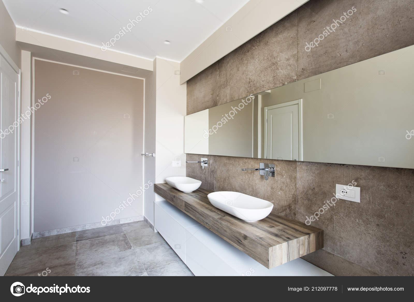 Moderno Bagno Con Doppio Lavabo Bagno Sanitari Sospesi