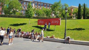 Tourists in the surroundings of the Prado Museum