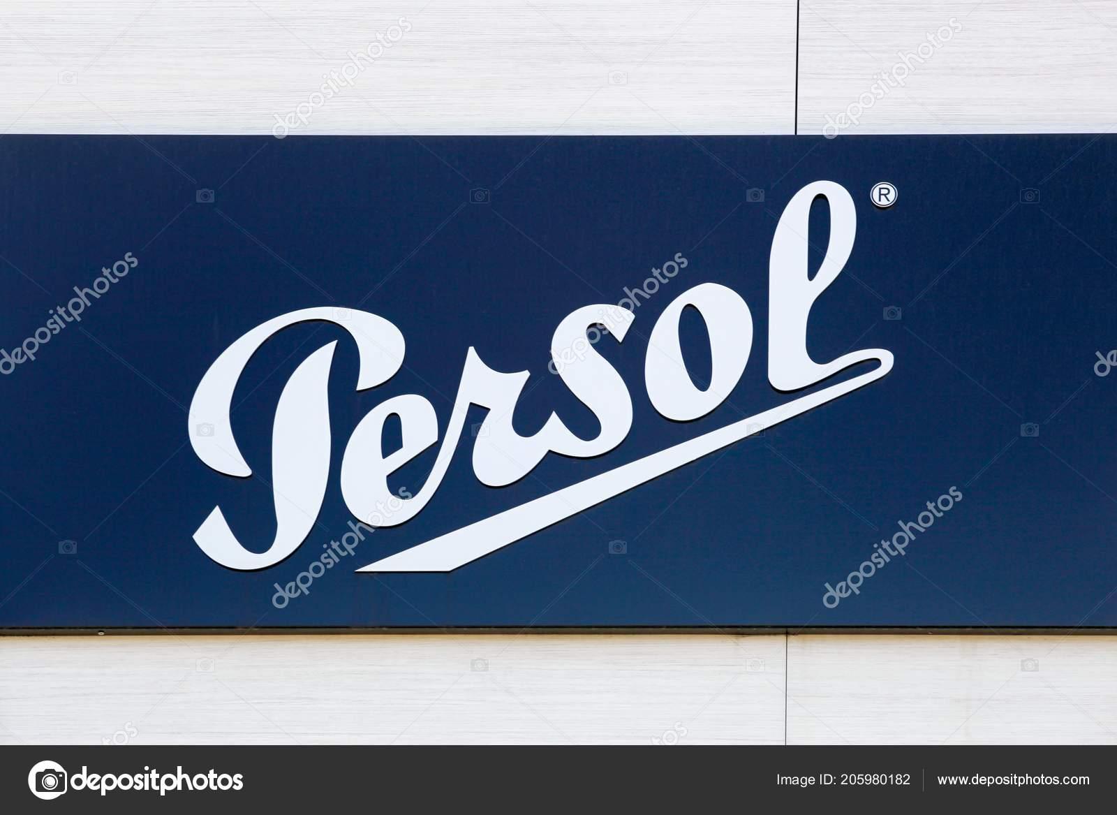 Nimes Francia Julio 2018 Logo Persol Una Pared Persol Una — Foto ...