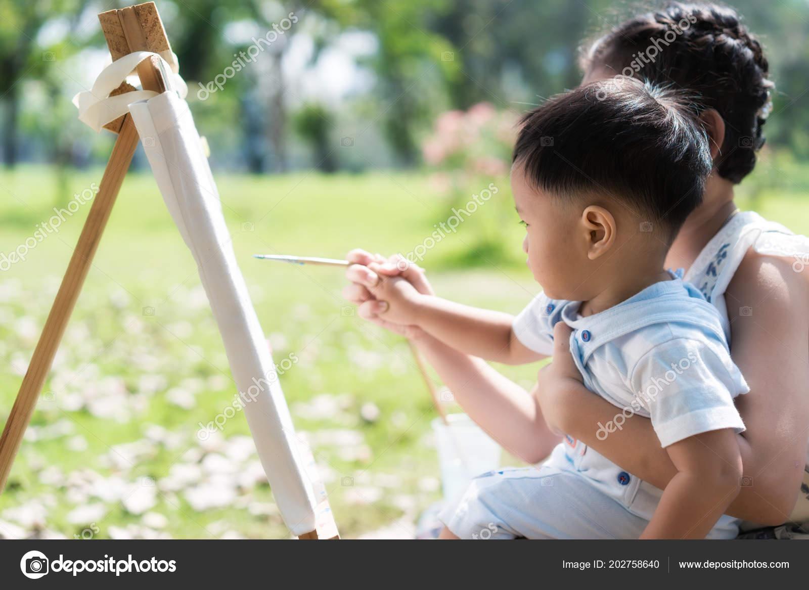 Asia Muchacho Poco Hermana Reunir Parque Niños Pintura Dibujo Los ...