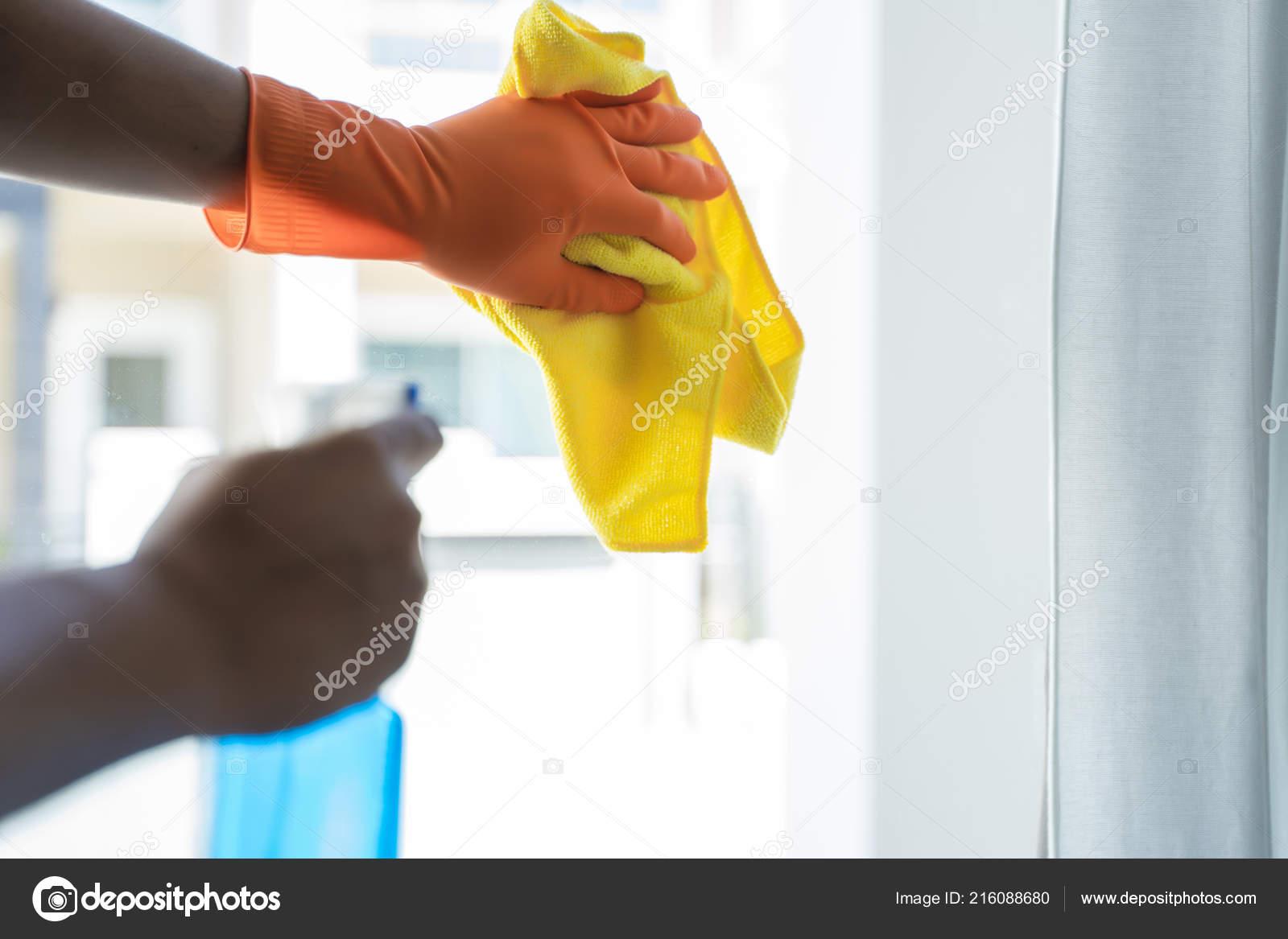 Reinigung Firma Konzept Mann Reinigung Der Fenster Stockfoto
