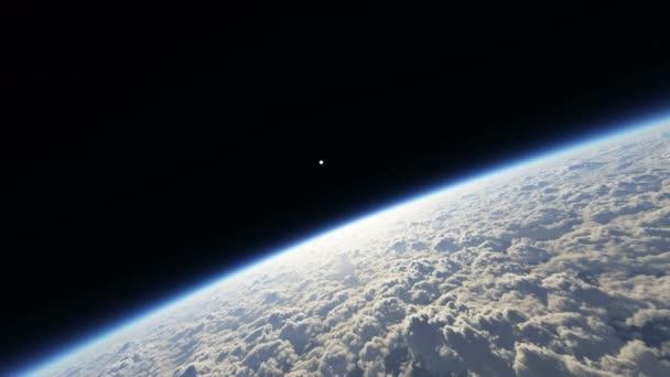 letět přes planetu 4 k