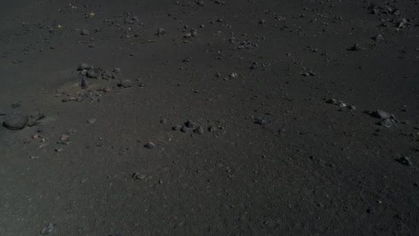 Letecká drone scéně podrobností sopky s černými tmavě lapillis skal a láva. čerpadla, Malarge, La Payunia národní Park, Cuyo, Mendoza