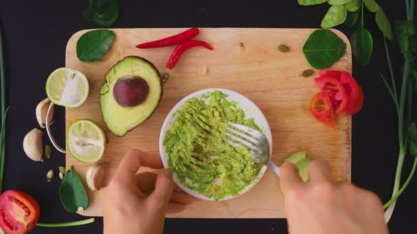 avokádó. az egészséges táplálkozás és az egészséges életmód fogalma. Nézd meg felülről. főzés avokádó szendvicsek.