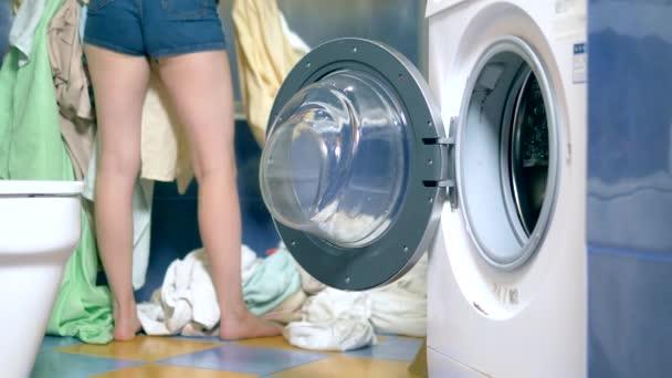 az otthon mosási koncepcióját. mosógép a mosógépbe