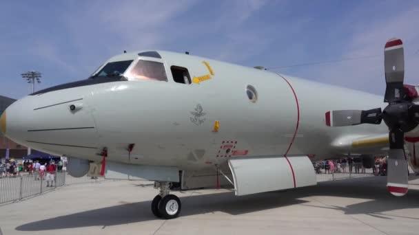 Wunstorf, Németország - 2018 június 09: Bundeswehr nyílt nap air Base Wunstorf. A Lockheed P-3 Orion egy négy-motor légcsavaros tengeralattjáró és tengerészeti megfigyelő repülőgépek.