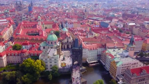 Letecké záběry Prahy, České republiky, včetně Karlova mostu.