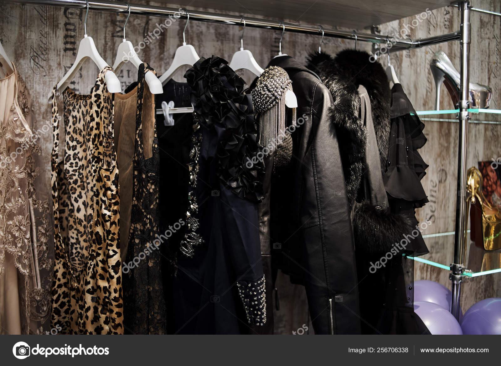 Vestidos Noche Perchas Tienda Ropa Foto De Stock