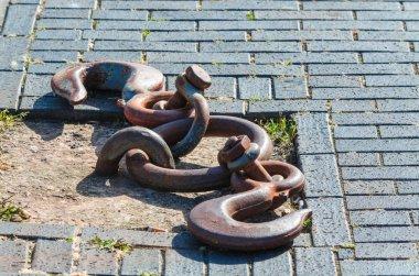 Iron hook, retaining ring for ships