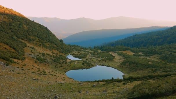 Čisté jezero v Karpatech