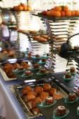 catering služby zázemí s občerstvením na hosty stůl v restauraci na akci party