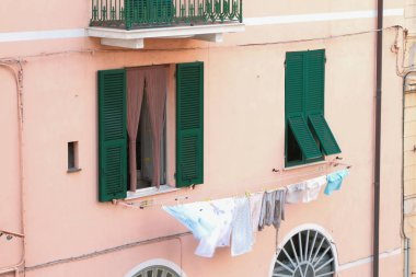 "Картина, постер, плакат, фотообои ""Сушка белья на фасаде дома. Савона, Италия"", артикул 288634684"