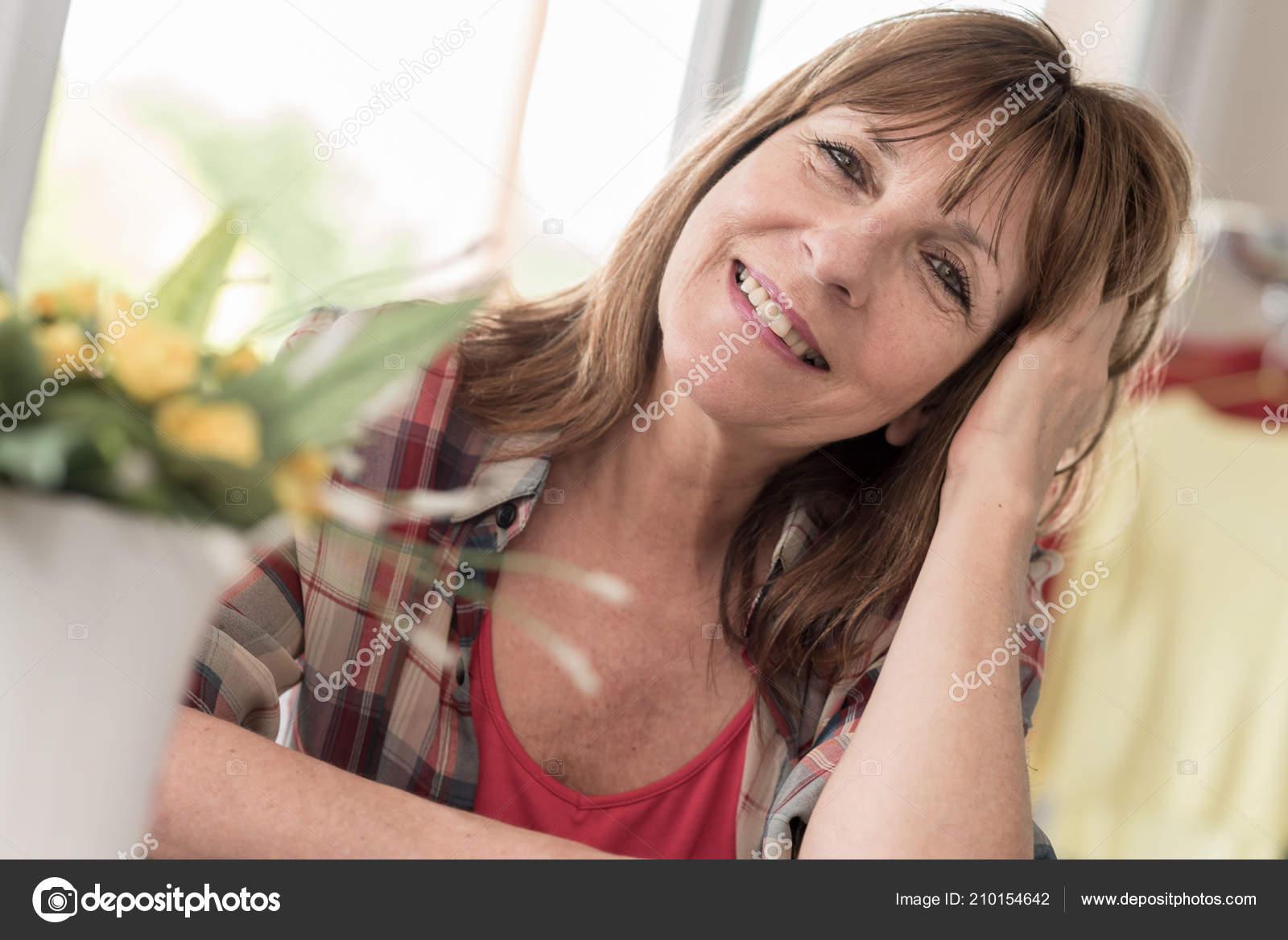 Фото сперми на зрелых женщинах, Нежные зрелые тетки обожают сперму на письке 25 фотография