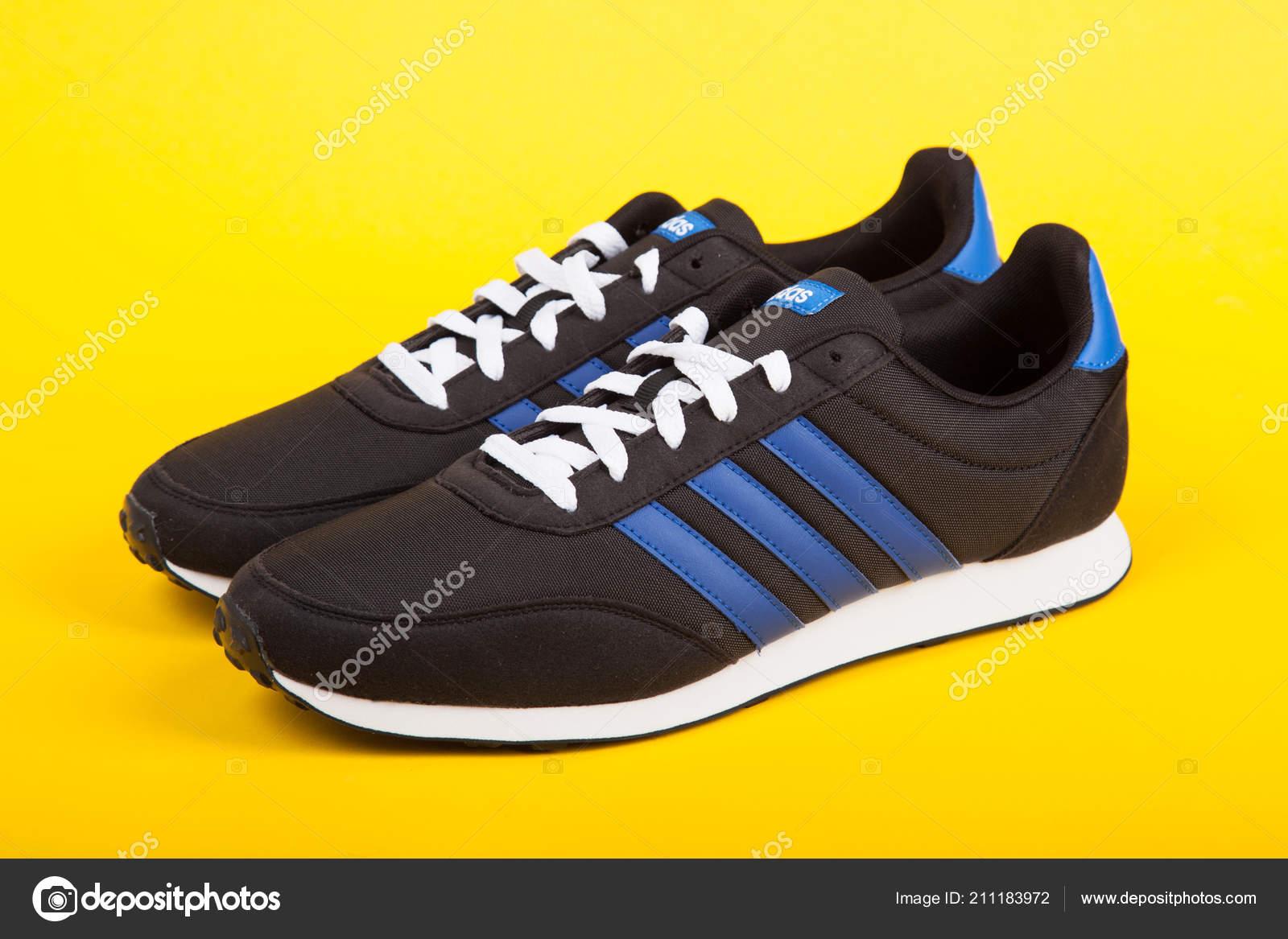 2a431aa1dde Βάρνα Βουλγαρία Ιουλίου 2018 Δρομέας Adidas Αθλητικά Παπούτσια ...