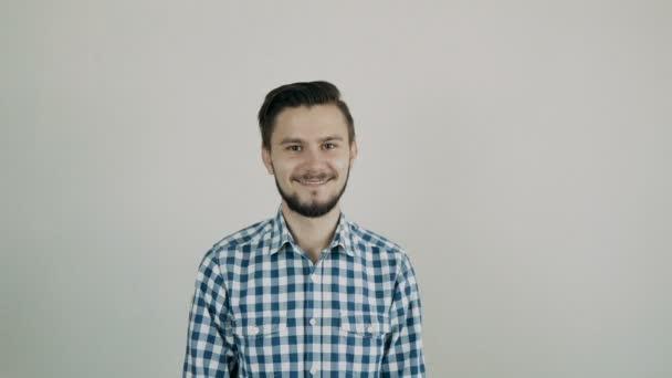 portrét mladého muže, šťastný
