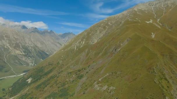 Letecká krajiny pohled na Kavkazu blízko mount Elbrus - nejvyšší vrchol v Evropě