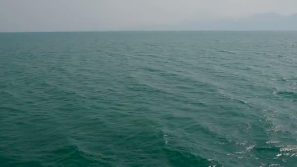 Azurové mořské vlny s vlnky