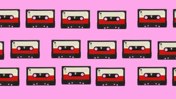 Zvukové kazety se střílí a otáčejí na barevném pozadí. Abstraktní grafika v moderních barvách a stylu. Plynulá smyčka animace.