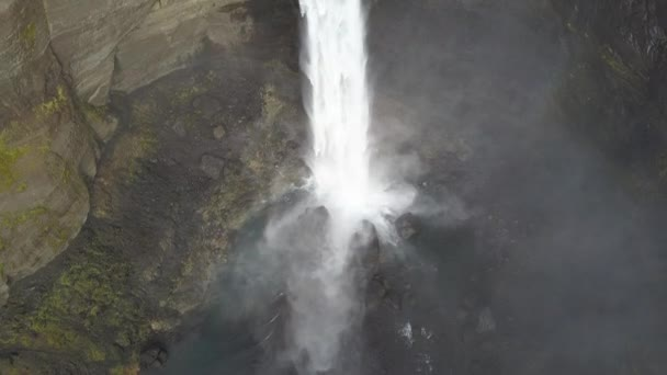 Haifoss vodopád Islandu, letecký pohled na Vysočině. Dramatická krajina vodopád v Landmannalaugar kaňonu. (ne se stupněm 4 záběry k D-cinelike)