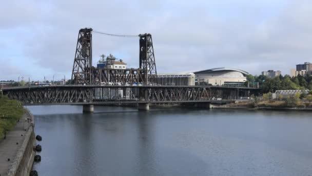 Timelapse Portland, Oregon city center a most přes Willamette River 4k