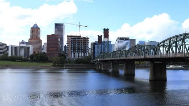 Timelapse Portland, Oregon Panorama mostu přes Willamette River 4k