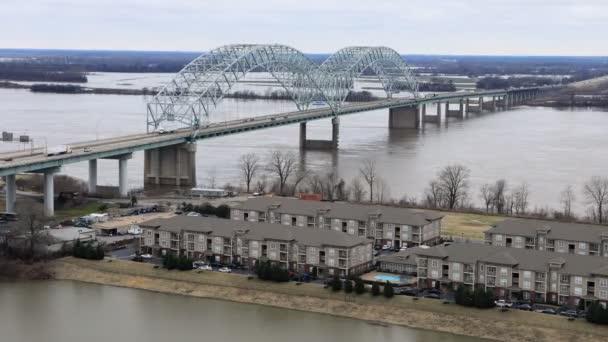 Timelapse z mostu přes řeku Mississippi v Memphis 4k