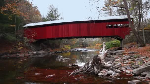 Pohled na most Josiah Hess Covered Bridge v Pensylvánii, Spojené státy