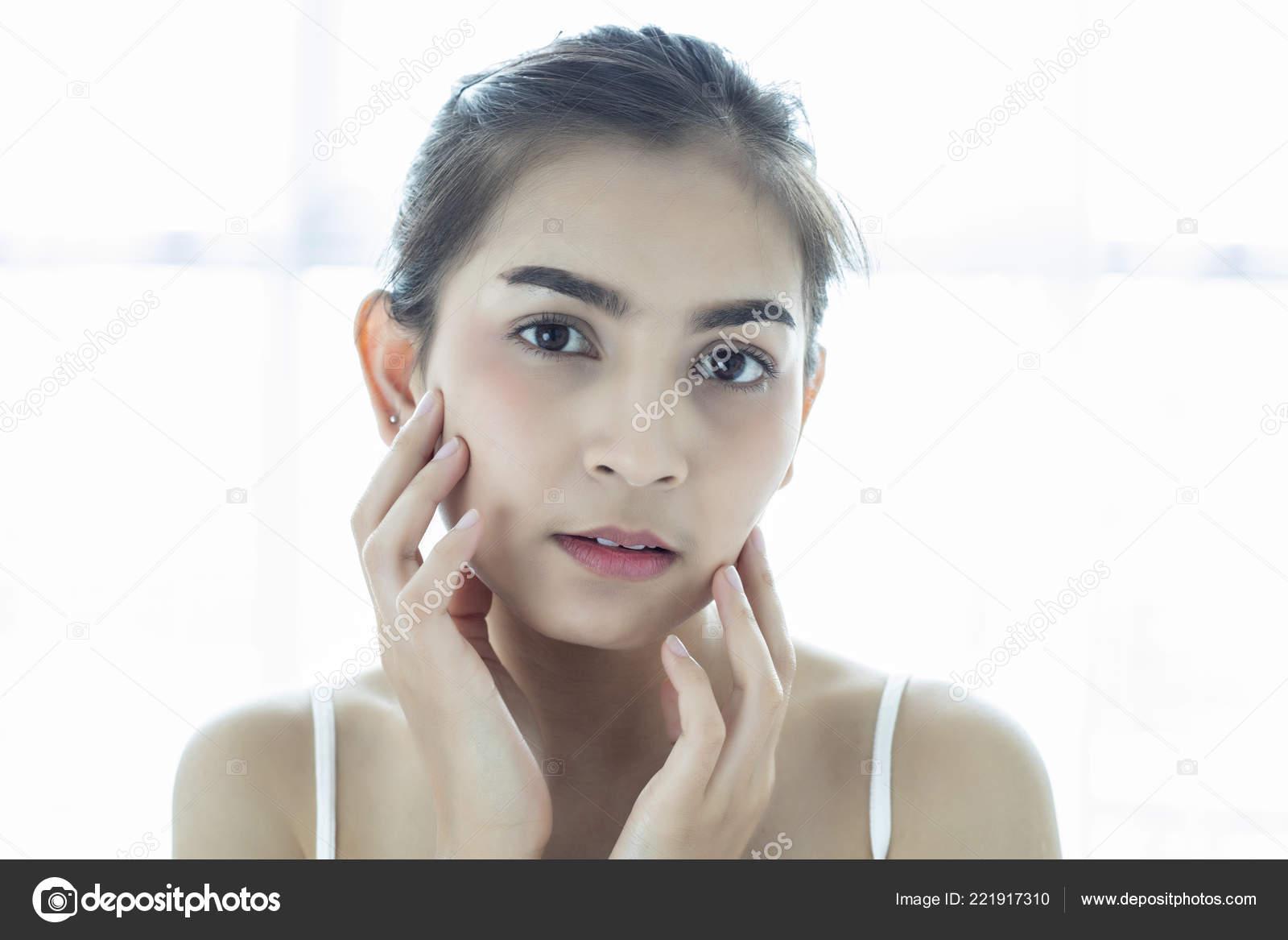 Asian Women Beautiful Clean Fresh Skin Touch Own Face Facial — Stock Photo