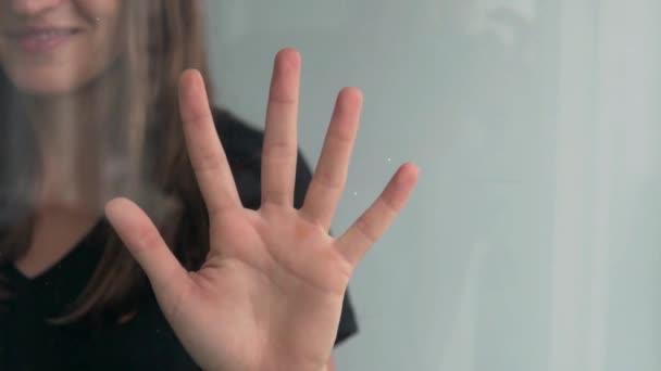 Fingerabdruck-Scan der weiblichen Hand