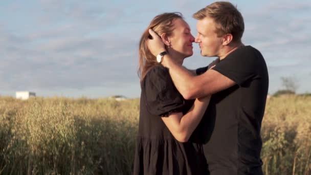 Fotók egy szerelmes pár mezején.