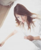 Porträt der schönen jungen Frau Gesicht. isoliert auf weißem Hintergrund.