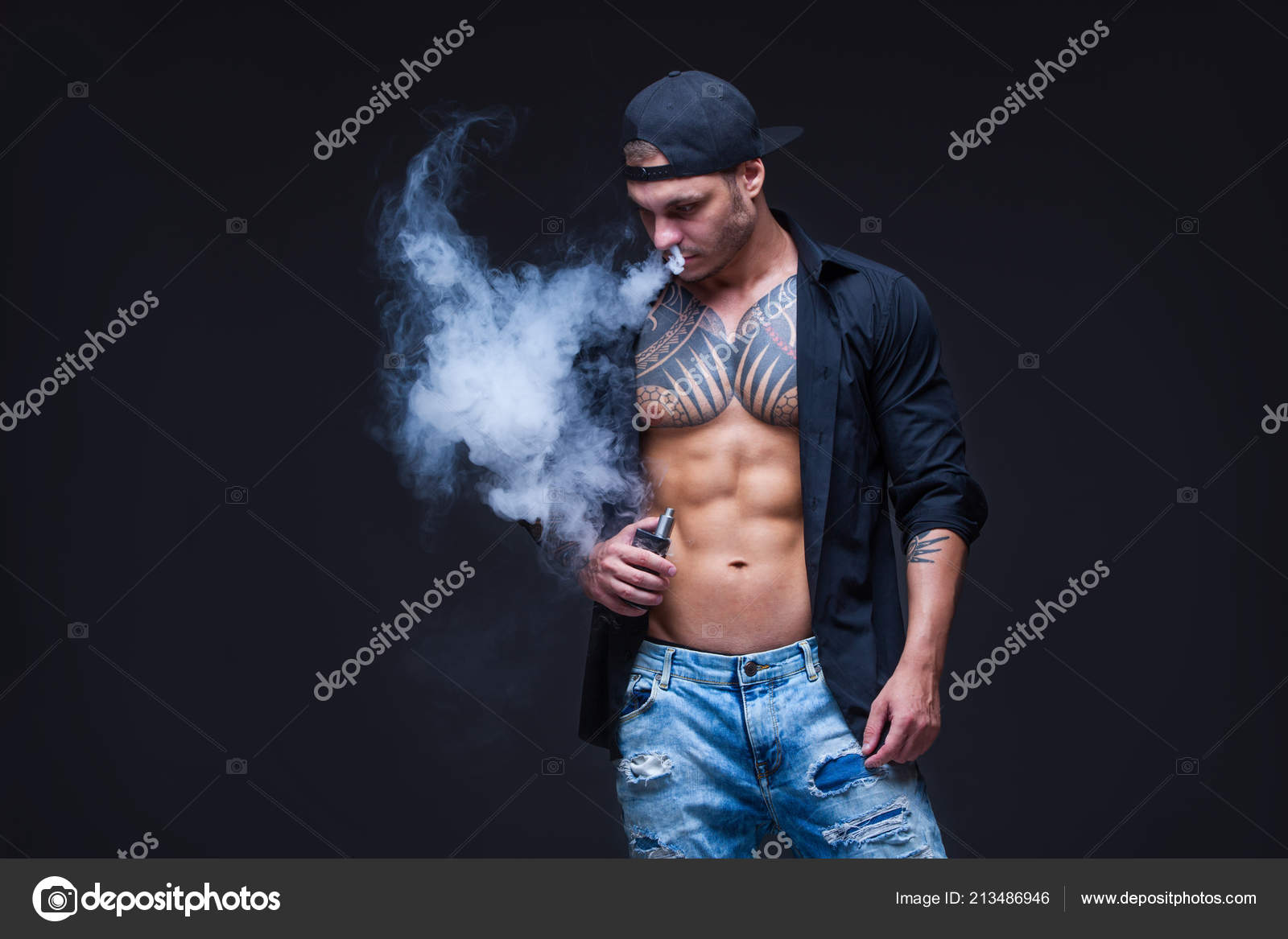 ca94167aa674 Vaper Hombre Vestido Con Vaqueros Camisa Negra Gorra Béisbol Negro ...