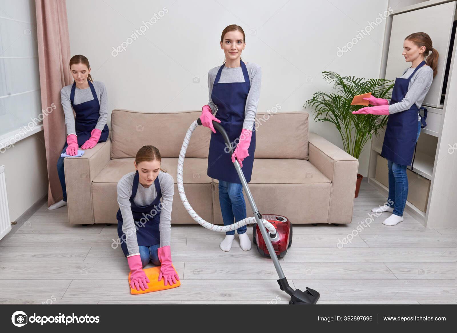девушка для работы в уборке дома