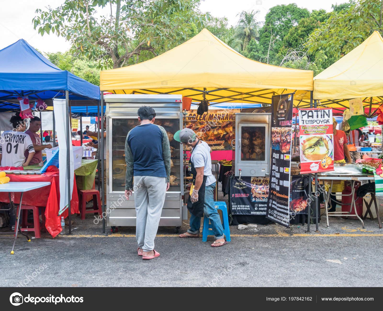 Kuala Lumpur Malaisie Mai 2018 Homme Voit Achetent Poulet Barbecue
