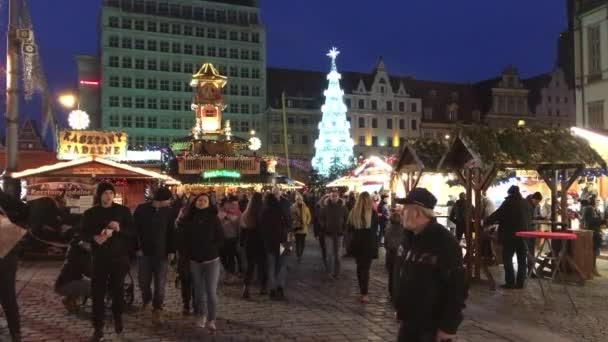 Karácsonyi vásár a piac tér bevor a városháza: Wroclaw városában - Lengyelország.