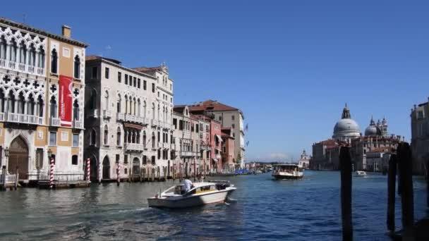 Grand Canal San Marco kilátással a Bazilikára Santa Maria della Salute Velence - Olaszország.