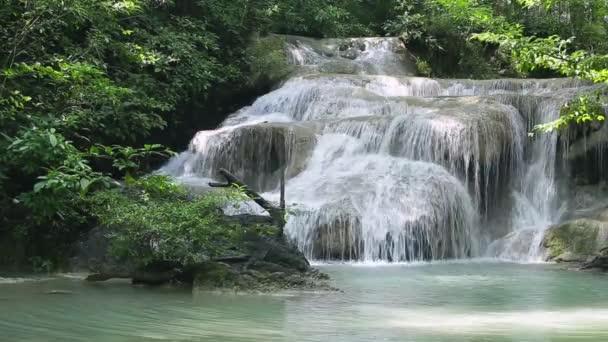 nyugatra Thaiföld (Erawan vízesés vízesés)