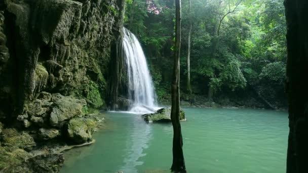 vodopád západně od Thajska (vodopád Erawan)