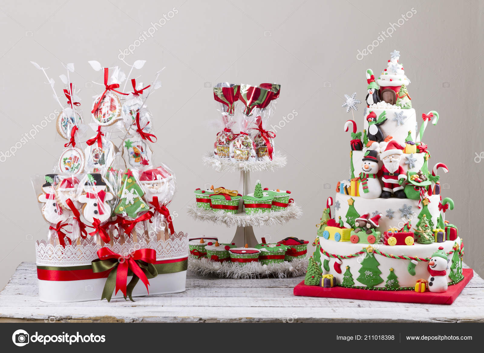 Torte Decorate Di Natale set colorful christmas candies pancakes cake decorated red