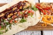 Turecké a arabské tradiční ramadánu Grilovaná kuřecí Kebab Roll zábal