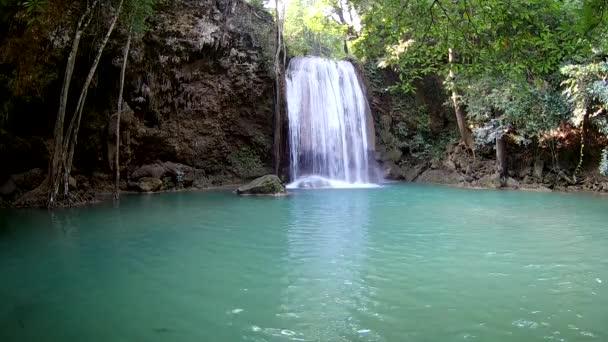 Vodopádu Erawan, národní Park Erawan v Kanchanaburi, Thajsko