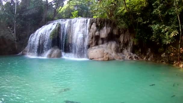 Úroveň 2. vodopád Erawan, národní Park Erawan v Kanchanaburi, Thajsko