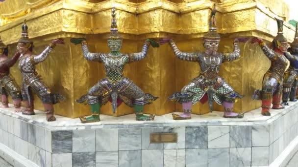 Guardian a Smaragd Buddha temploma, Bangkok, Thaiföld.
