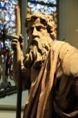 Fából készült ábra Mózes pilgrims személyzettel templom belsejében